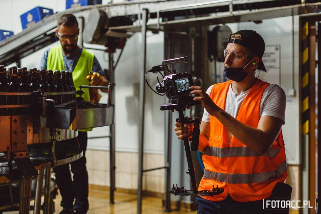 Realizacja zdjęć do filmu promującego walory gospodarczo-inwestycyjne powiatu leżajskiego na terenie Browaru w Leżajsku.