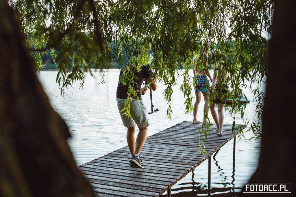 Realizacja zdjęć do filmu promującego walory turystyczno-przyrodnicze powiatu leżajskiego nad Zalewem w Ożannie.